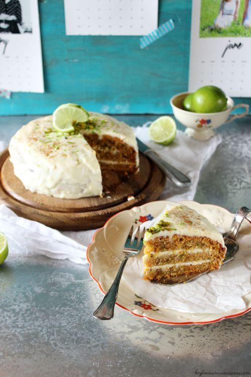 Rezept für ein Möhren Pistazien Törtchen mit Limette und Frischkäsefrosting