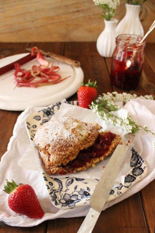 Rezept für Erdbeer Rhabarber Buttermilch Scones
