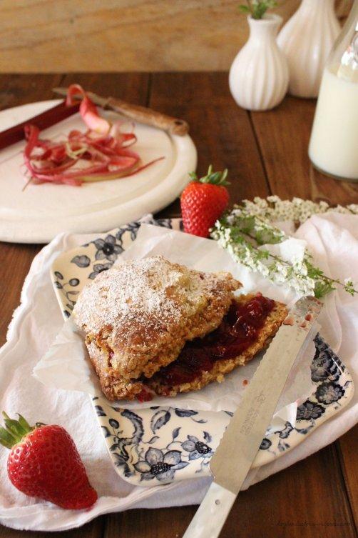 Rezept für Erdbeer Rhabarber Scones