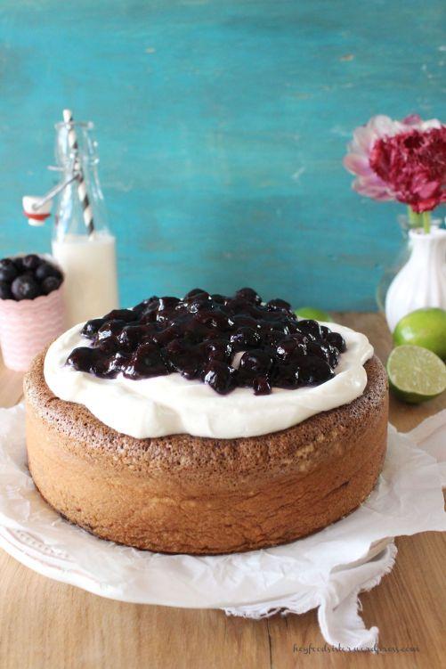 Rezept für einen Mandelkuchen mit Heidelbeeren und Joghurt Topping