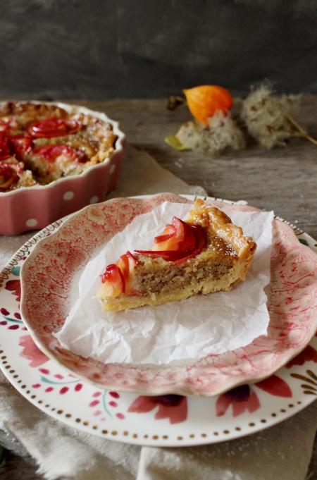 Rezept für eine Tarte mit Mandelfrangipane und Apfelröschen