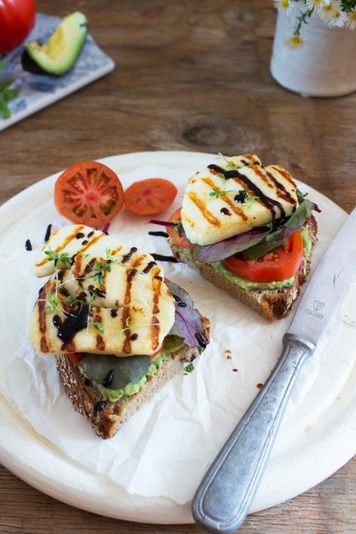 rezept-fur-eine-stulle-mit-avocadocreme-und-halloumi
