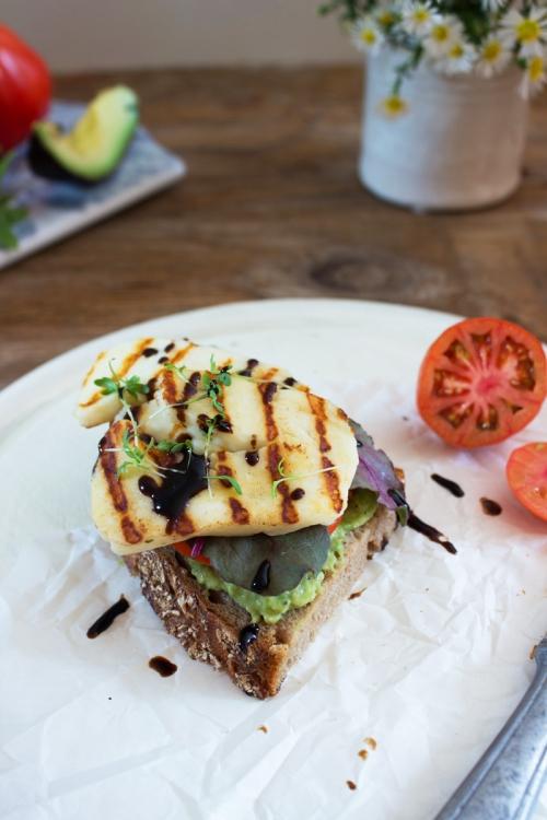 rezept-sandwich-avocado-creme-und-halloumi