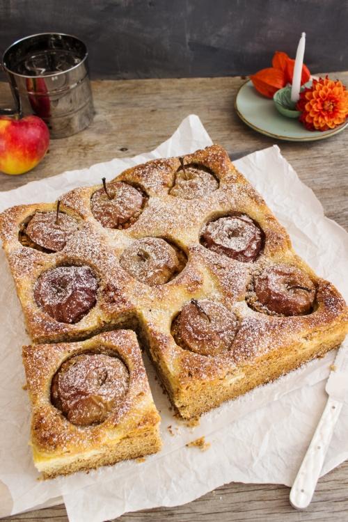 rezept-fur-einen-bratapfelkuchen-mit-haselnussen