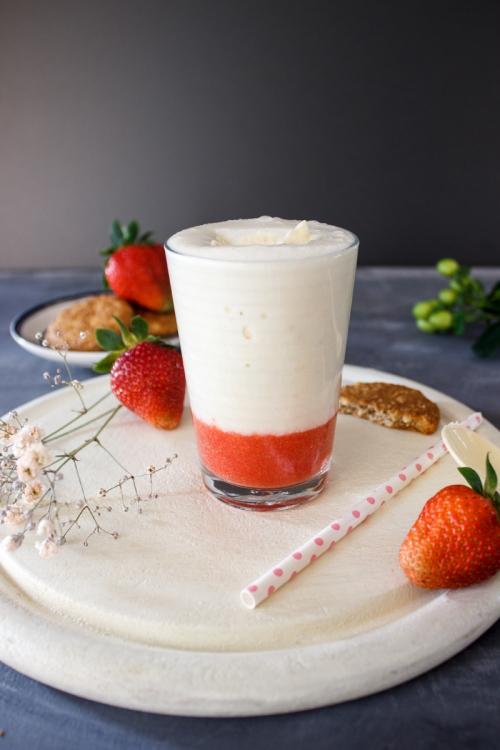 Rezept für einen Bananenmilch Erdbeer Shake mit Vanilleeis