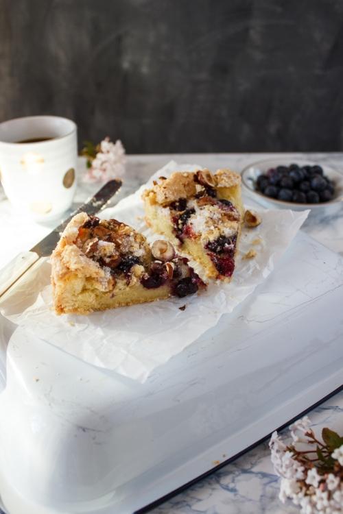 Rezept für einen einfachen Heidelbeer Haselnusskuchen mit Zuckerkruste